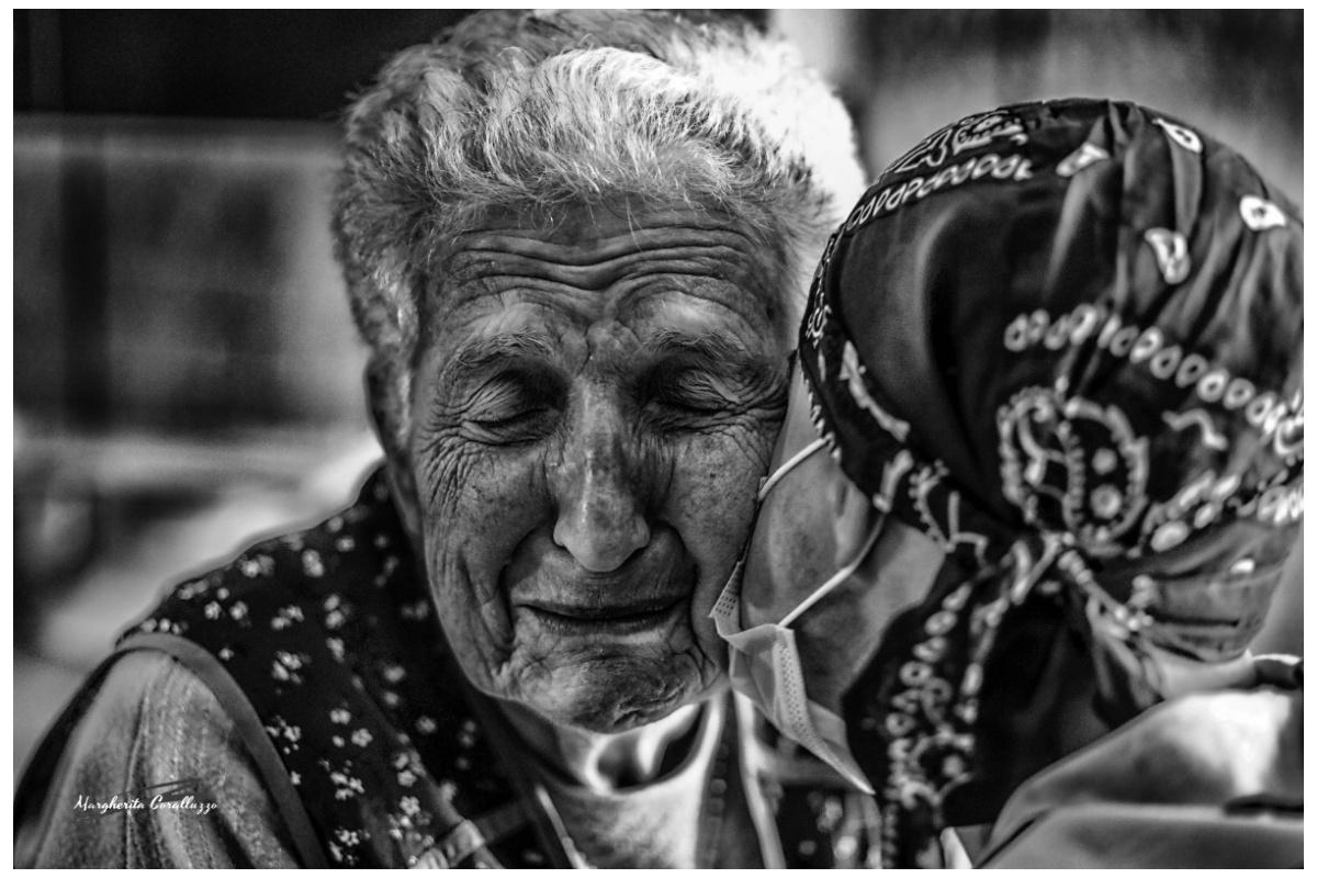 """""""Si può dire solo a posteriori se uno ha davvero amato, perché mentre si ama non lo si capisce"""" - Massimo Troisi"""