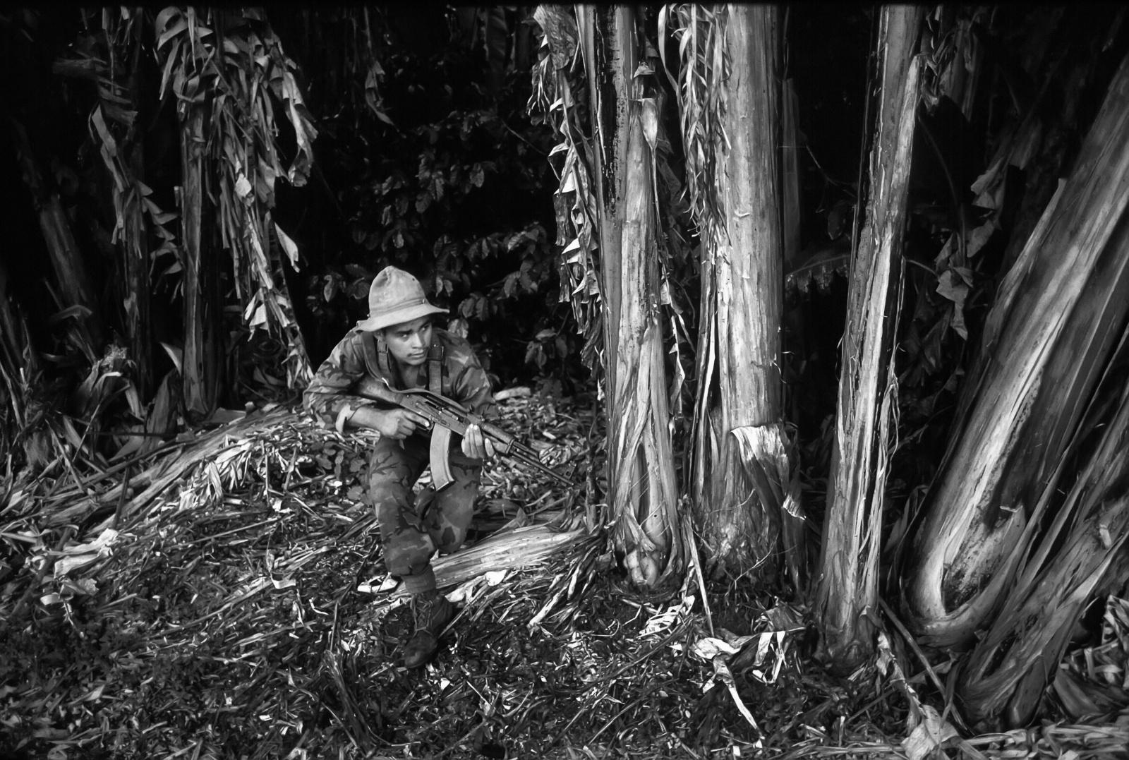 Nicaragua, confine con l'Honduras il Bataillon de la Lucha Irregular sandinista combatte contro le infiltrazione della Contras
