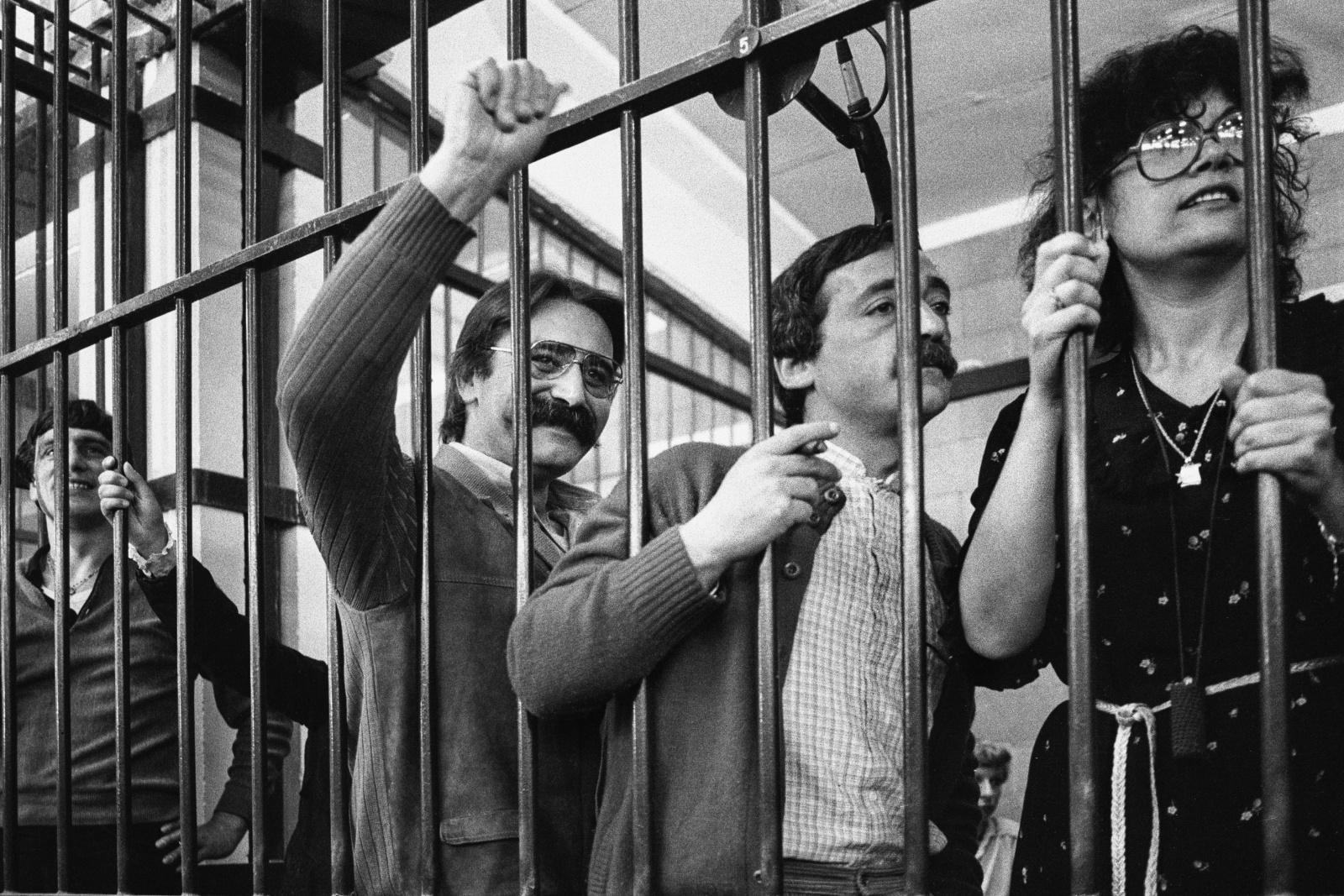 Raffaele Fiori, Prospero Gallinari, Mario Moretti al processo del 1983 nel bunker del carcere le Vallette di Torino per i reati terroristici commessi dal 1973 al 1980