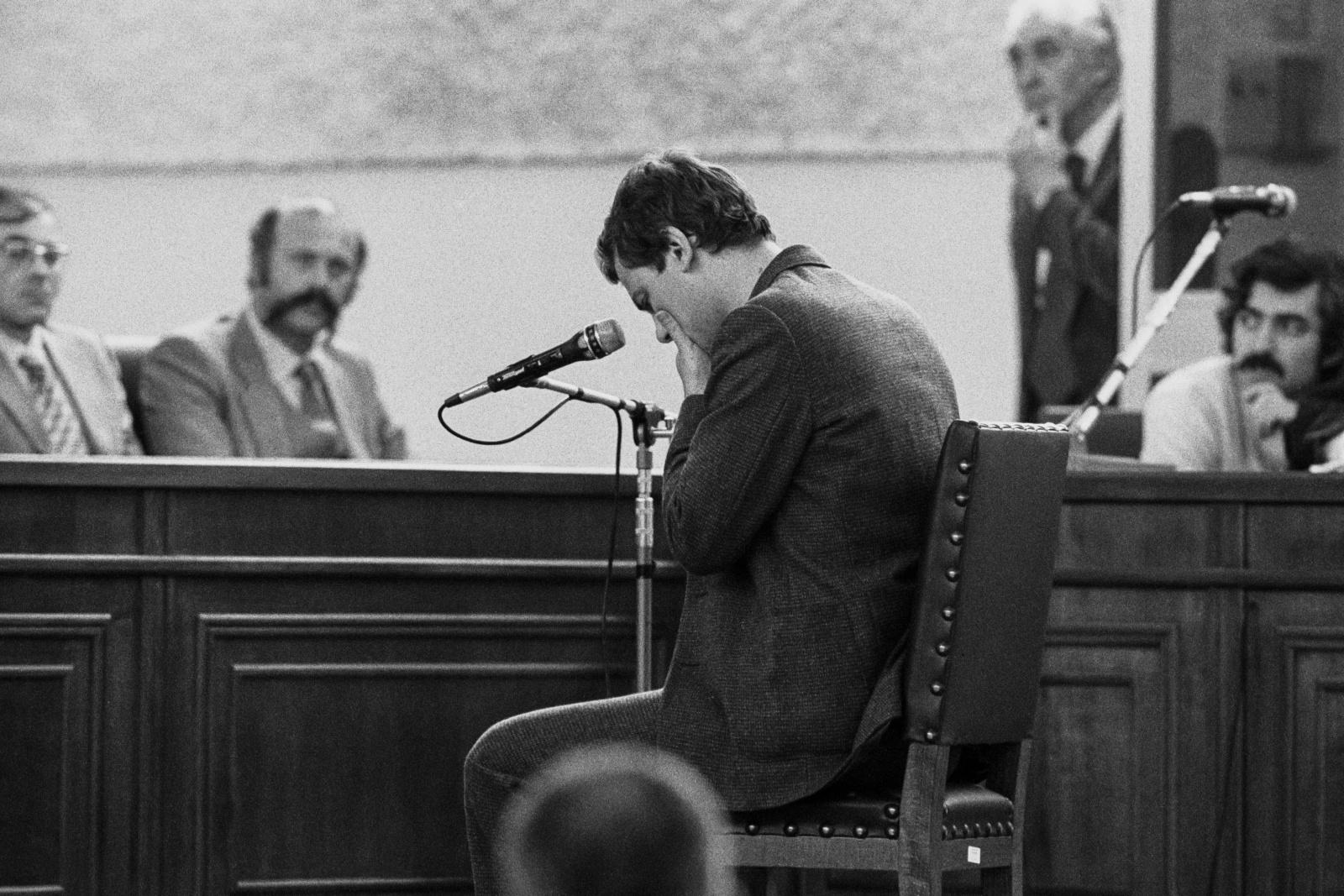 """Processo per terrorismo nel bunker del carcere le Vallette di Torino per i reati commessi dal 1973 al 1980. Deposizione di Patrizio Peci appartenente alle Brigate Rosse,  tra le quali militava con il nome di battaglia di """"Mauro"""" e di cui fu anche il primo pentito importante."""