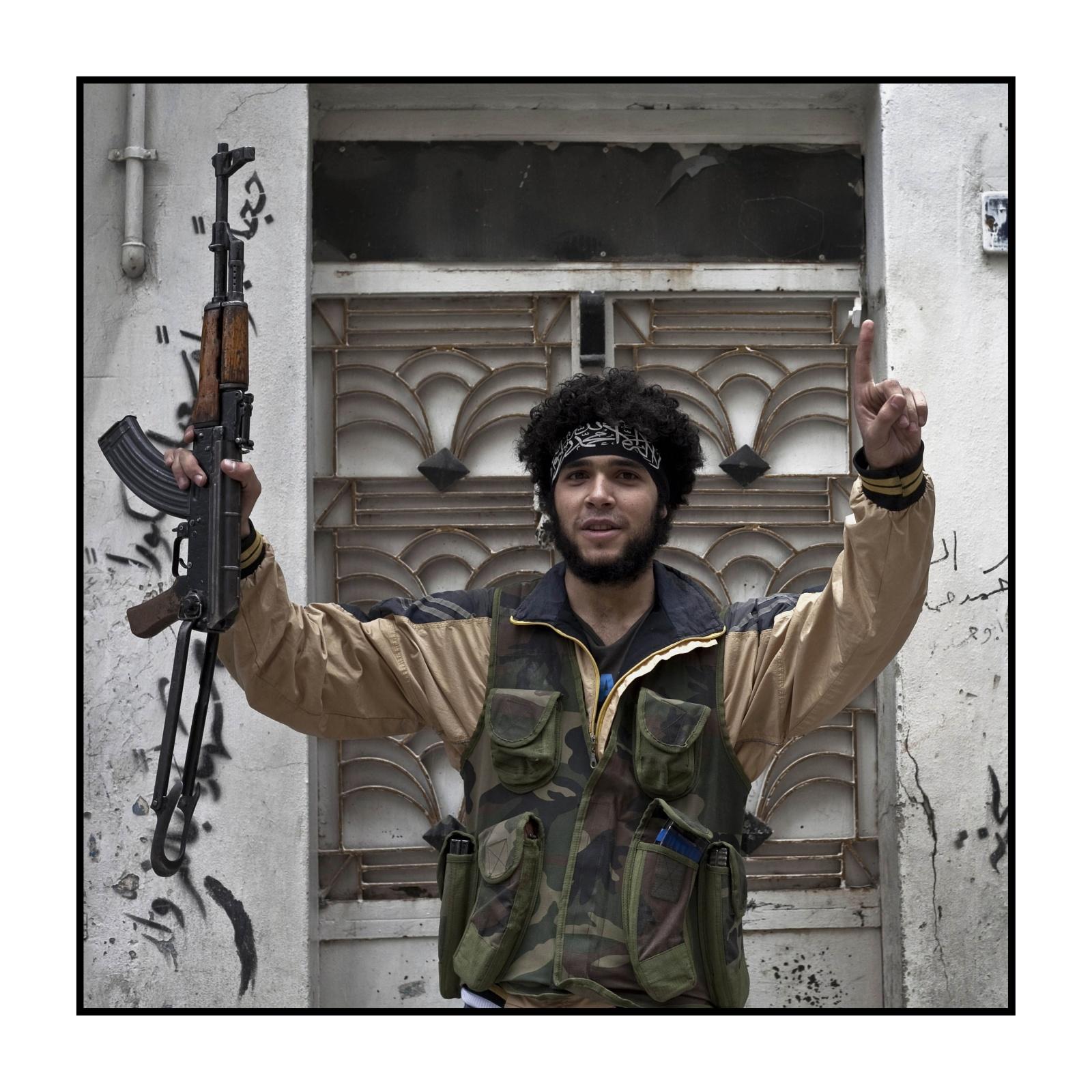 Syria, Aleppo - Prima linea del fronte nel quartiere di Bustan Al Bascia con Free Syrian Army - Mohammed 20 anni combattente