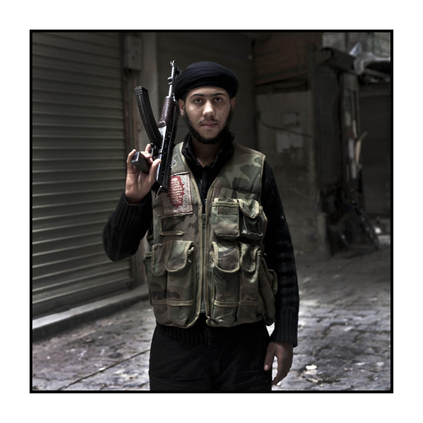 Syria, Aleppo - Syria, Aleppo - Prima linea del fronte nel quartiere della grande moschea - Giovane Mujaheddin di Free Syrian Army