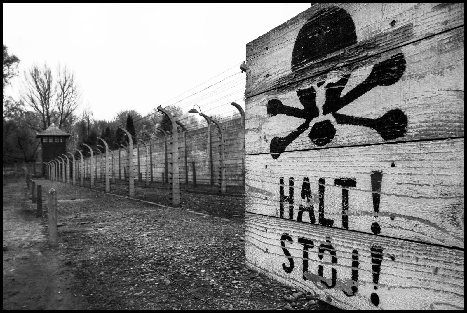 Ilcampo di concentramento di Auschwitz fu reso operativo dal 14 giugno1940 ed è stato un vasto complesso di campi di concentramento e di lavoro situato nelle vicinanze della cittadinapolaccadiOświęcim dove morirono  circa 70000 persone.