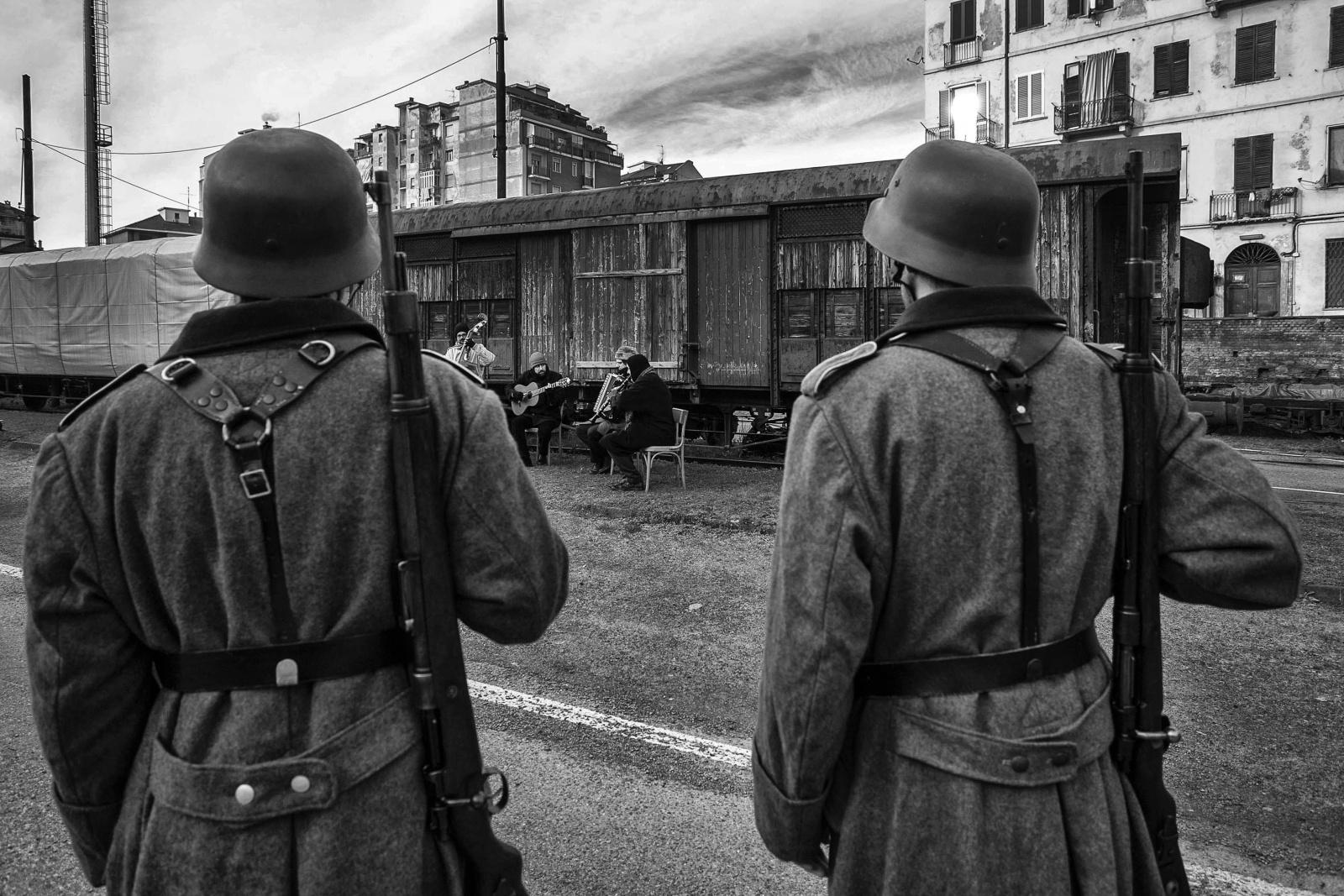 """Torino, lo spettacolo teatrale  """"La memoria rende liberi"""", allestito e messo in scena dall'Associazione Liberipensatori """"Paul Valéry"""" in occasione del  70° Anniversario della liberazione del campo di concentramento di Auschwitz e di Birkenau da parte delle truppe dell'Armata Rossa"""