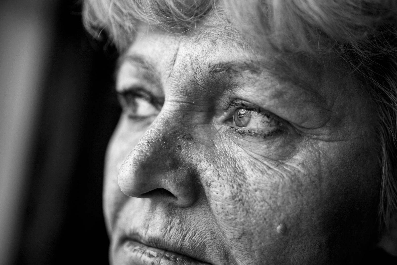 Bosnia, gli occhi di Bakira testimone al Tribunale dell'Aja contro i crimini di guerra