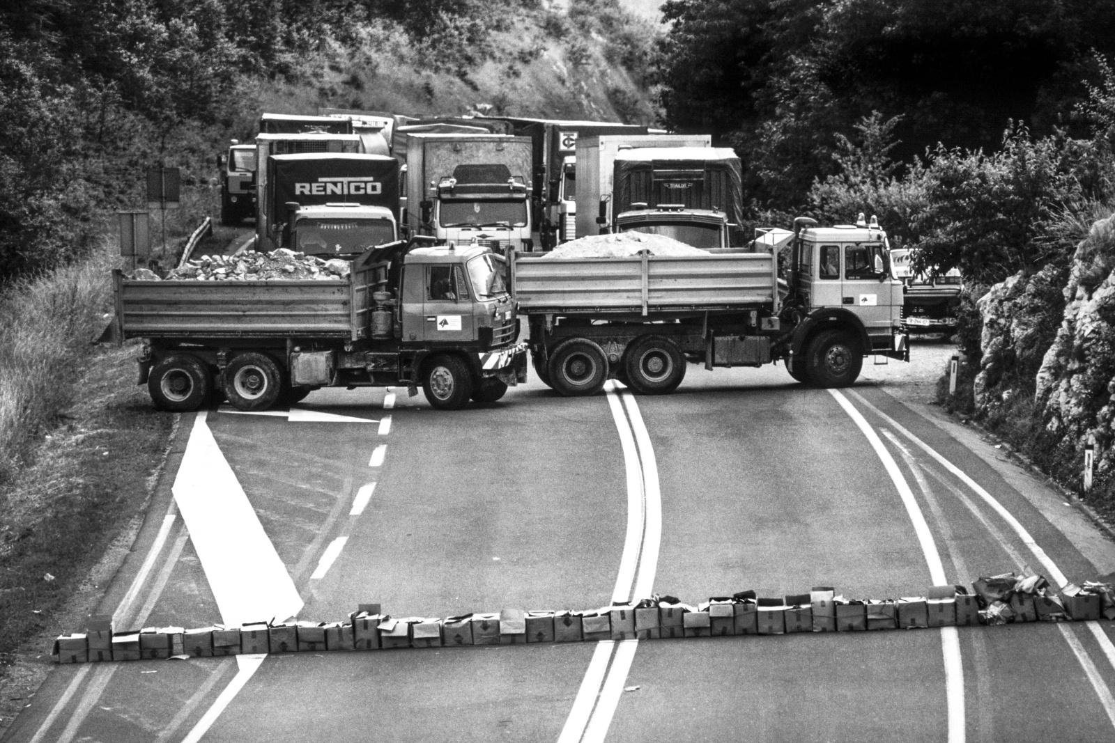 Slovenia giugno 1991, i ponti e le strade sono minate per il passaggio delle colonne di tank dell'esercito Federale JNA