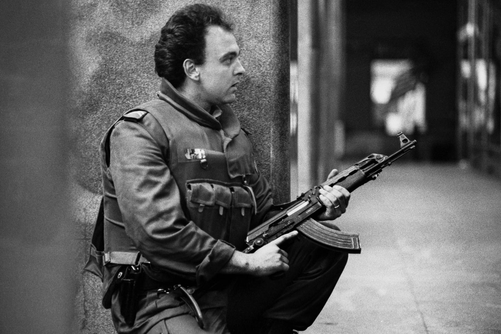Slovenia. Nella notte del 27 giugno 1991 la Forza di Difesa Territoriale slovena pattuglia le strade di Lubiana  in cerca di eventuali soldati armati dell'esercito Federale jugoslavo JNA