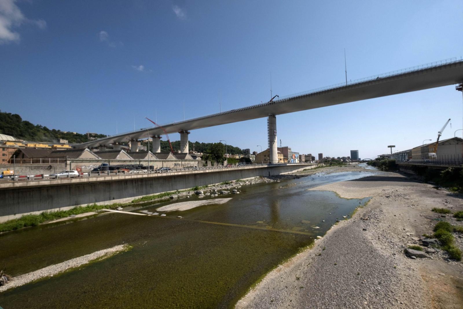 Genova, il nuovo ponte san Giorgio progettato da Renzo Piano costruito dopo il crollo del Morandi il 14 agosto del 2018 sul fiume Polcevera