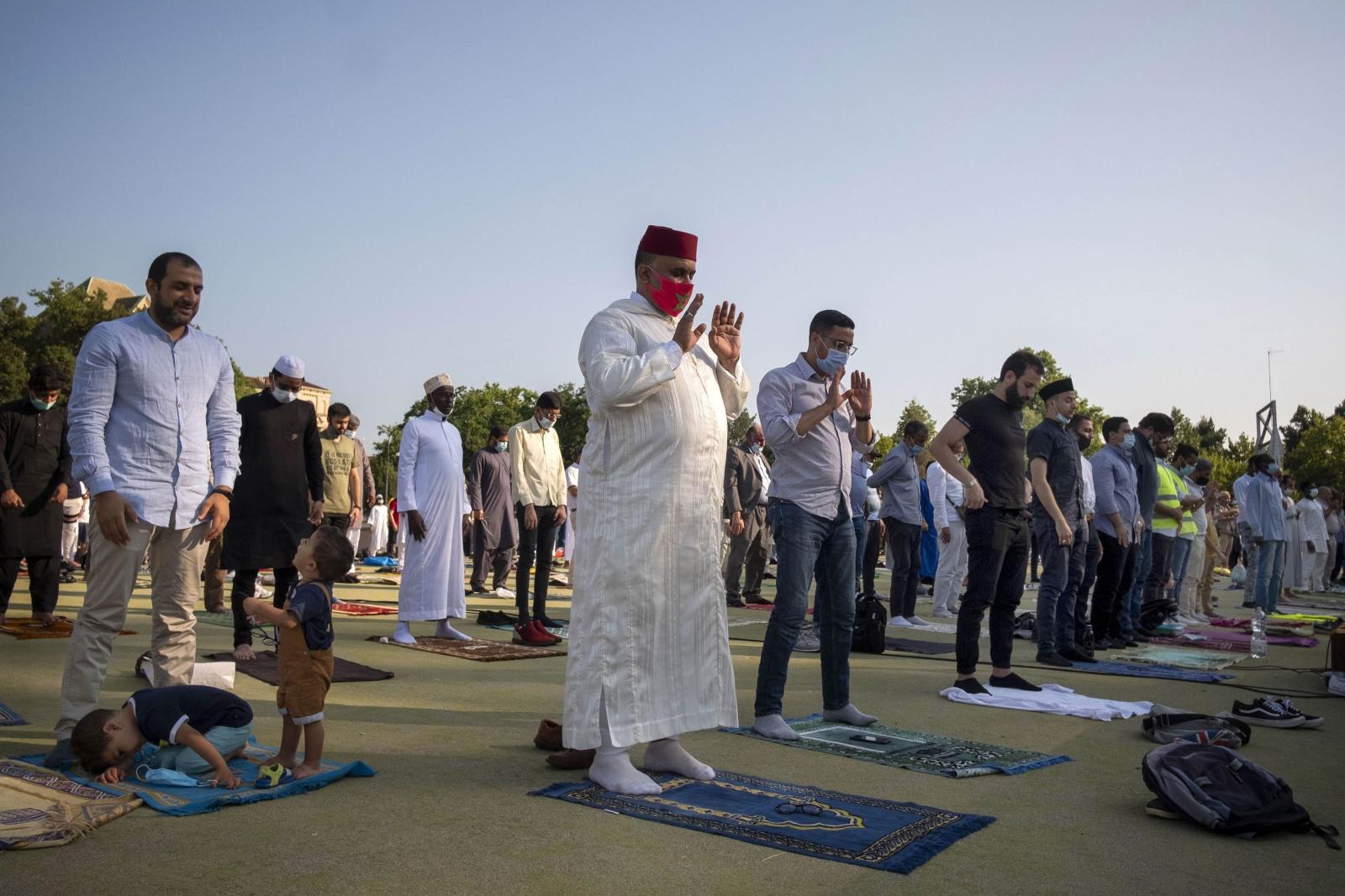 """La festa del Sacrificio: """"Eid al-Adha"""", al parco del Valentino di Torino in osservanza al decreto di distanziamento per la pandemia Covid19"""