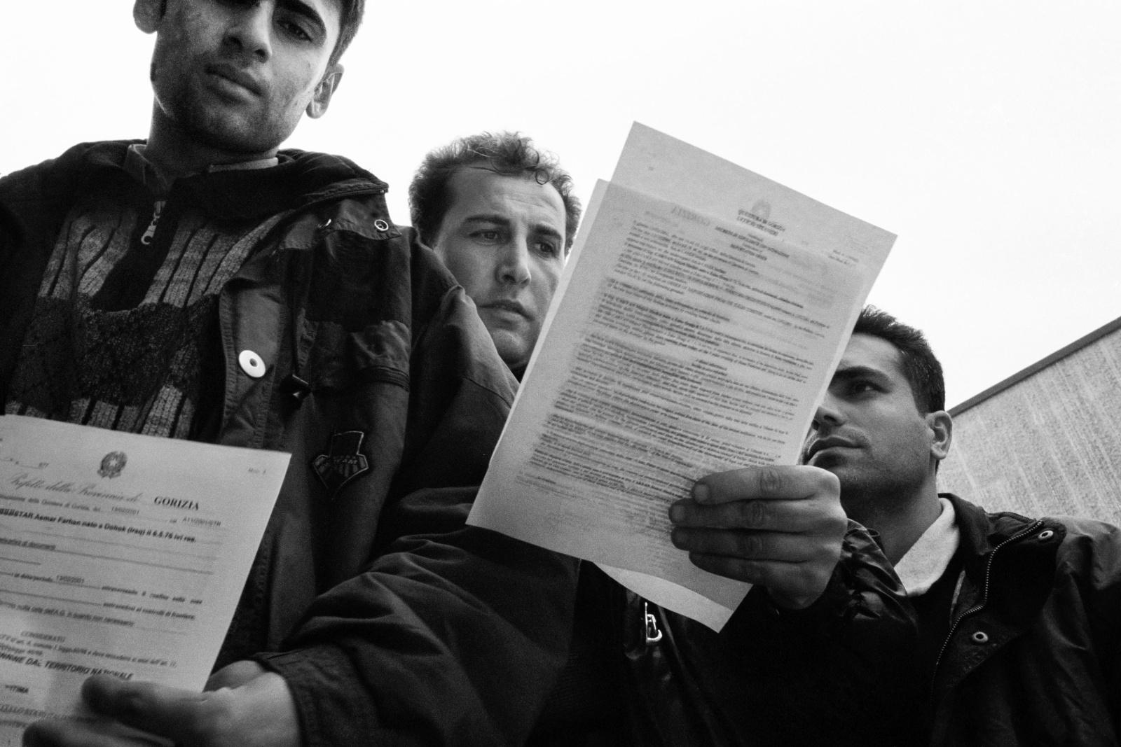 Clandestini entrati illegalmente in Italia vengono schedati alla Questura di Gorizia