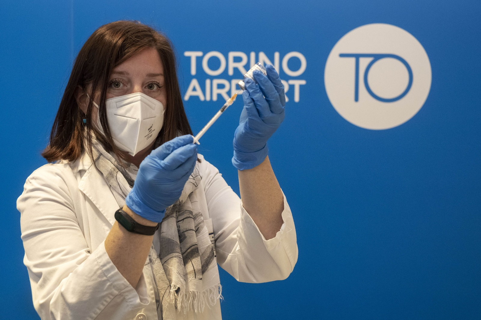 Hub per vaccini anti-COVID 19 nella zona aeroportuale di Caselle normalmente destinato all'accoglienza dei passeggeri.
