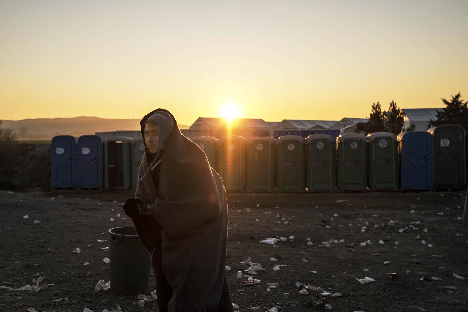 Idomeni confine tra Grecia e Macedonia dove ogni giorno transitano  migliaia di profughi provenienti dall'Afghanistan, Iraq e Siria seguendo la rotta della Western Balkan route