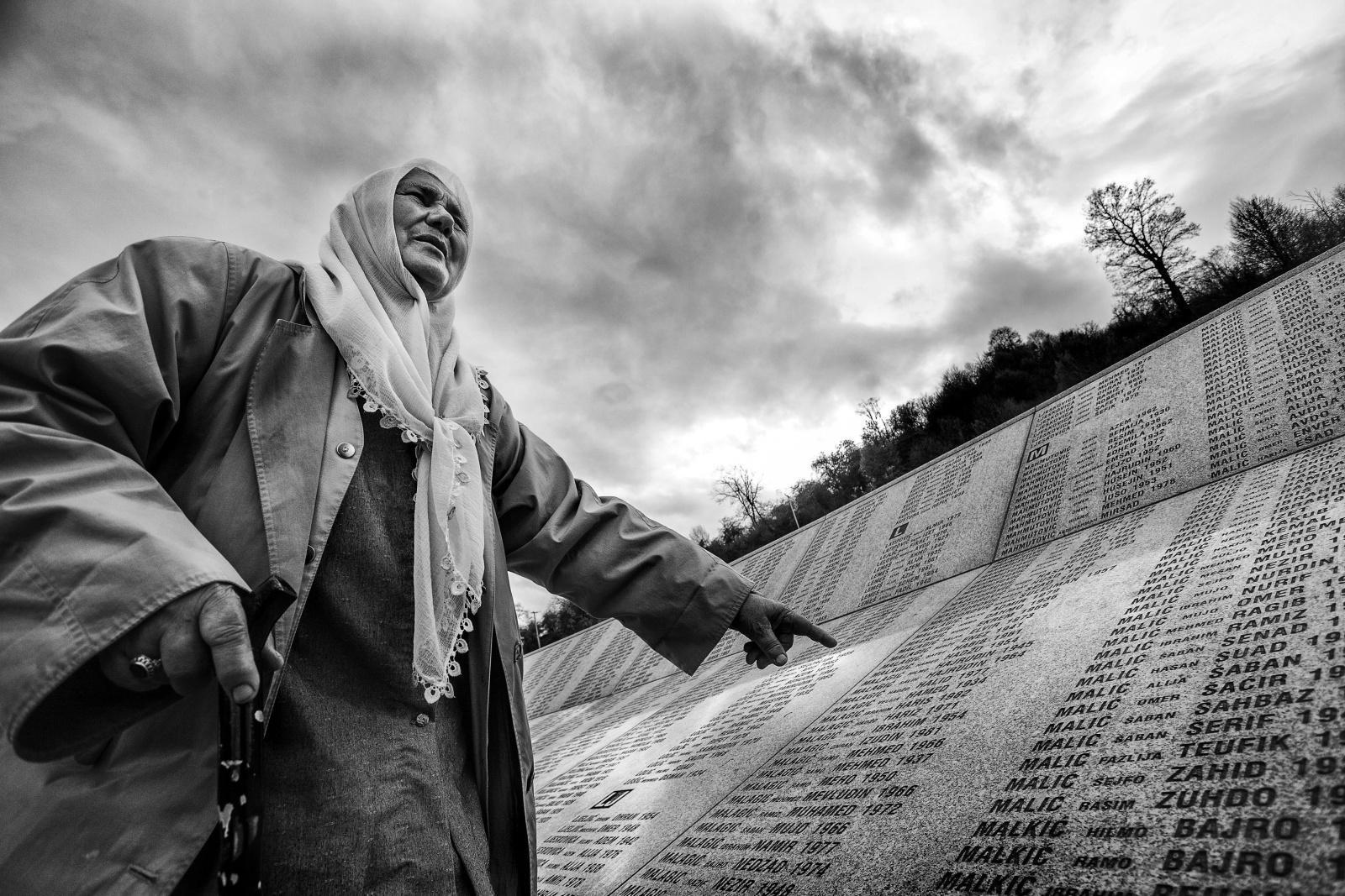 Bosnia - Il memoriale di Potocari dove sono sepolti i musulmani dell'enclave di Srebrenica uccisi dalle truppe paramilitari serbe nel luglio del 1995  Potocari memorial of the Srebrenica victims