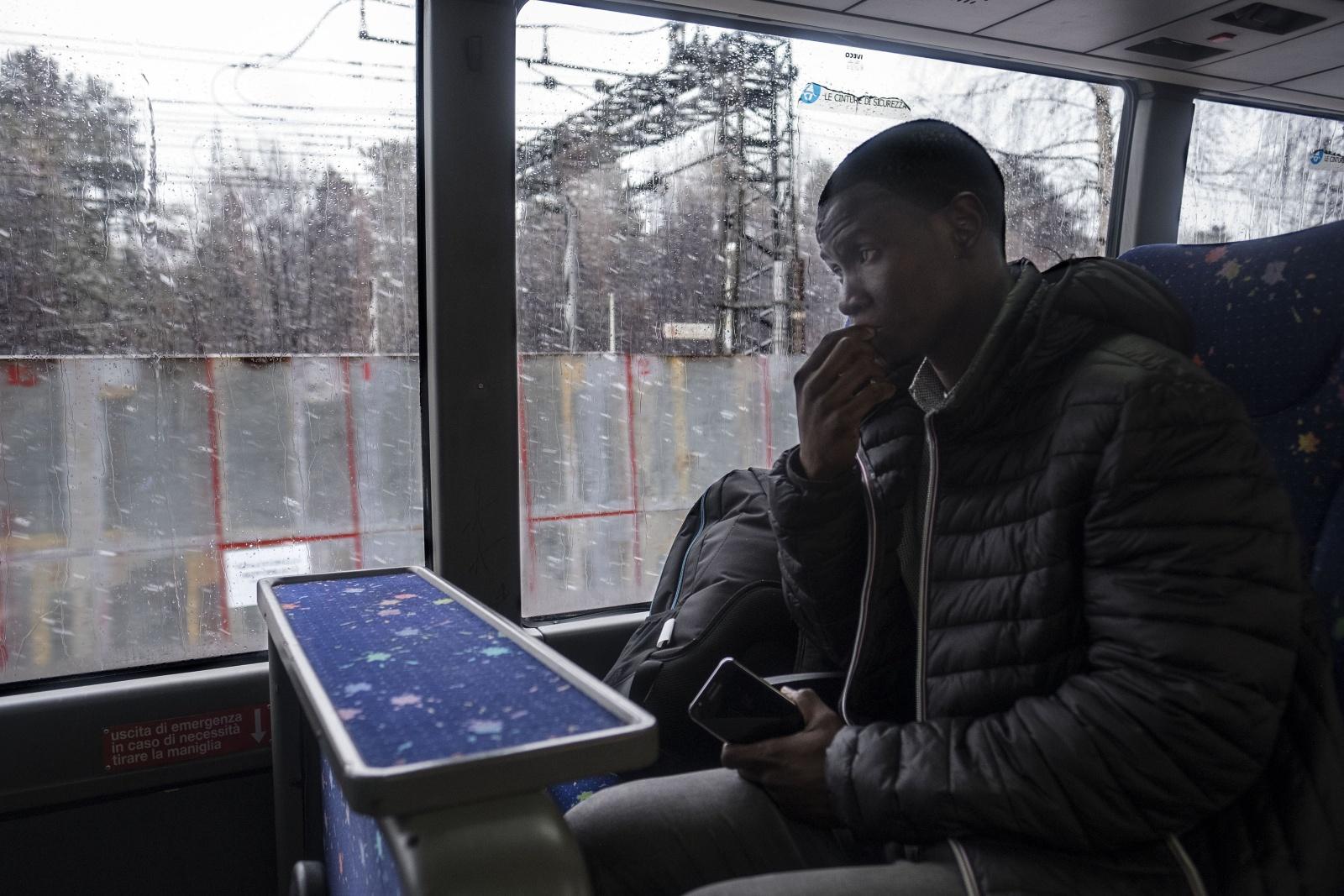 In viaggio da Claviere con Ismail senegalese attraverso la  nuova rotta dei migranti africani che dall'italia vogliono passare il confine con la Francia