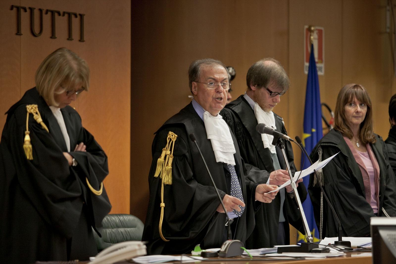 13/02/2012 Torino, Palagiustizia Bruno Caccia,  sentenza processo ETERNIT - I giudici della prima sezione penale del Tribunale di Torino, subito dopo la lettura della sentenza. Al centro: il presidente Giuseppe Casalbore.