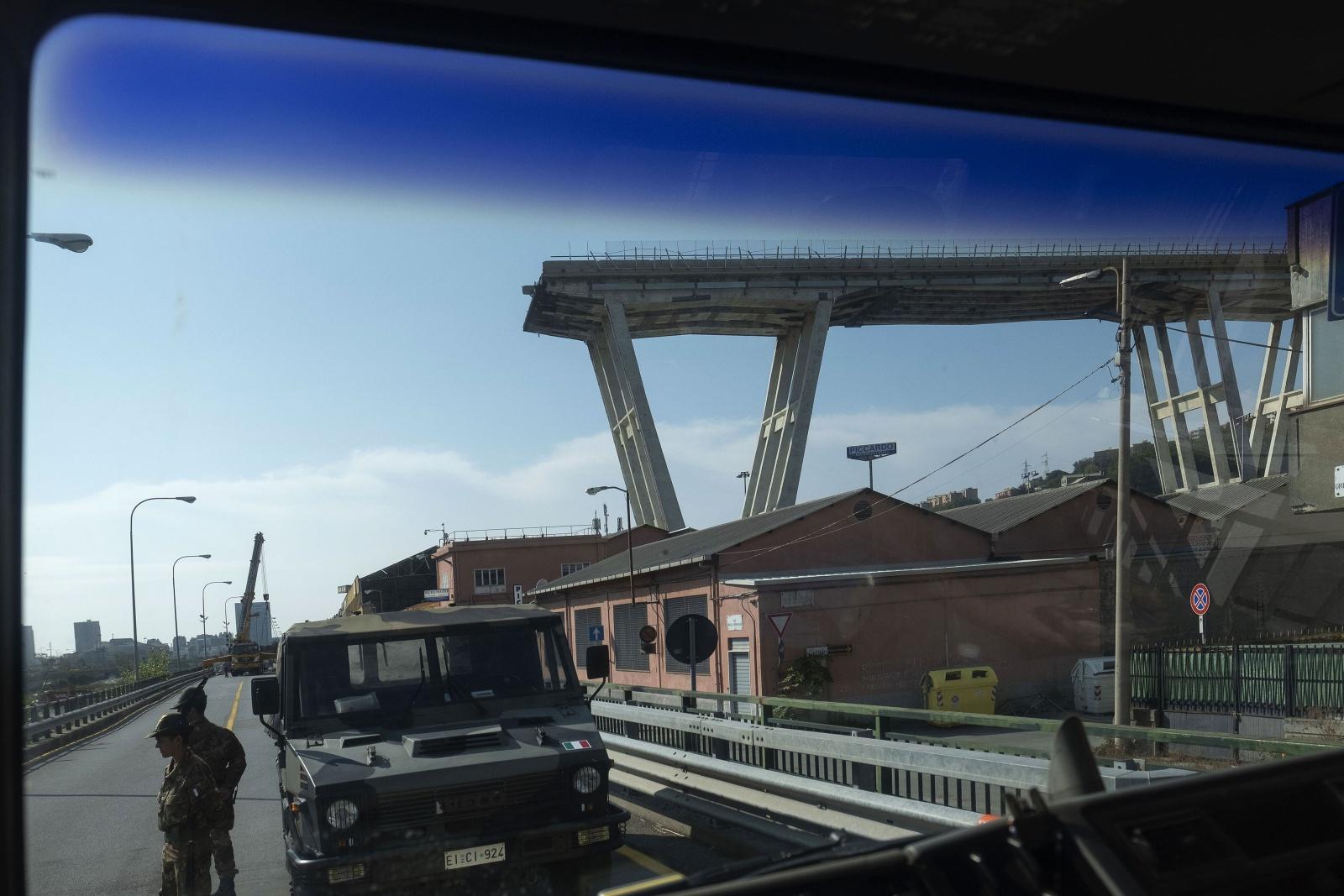 Il ponte Morandi di Genova crollato il 14 di agosto del 2018 - La zona rossa vigilata dalla Brigate Taurinense degli Alpini