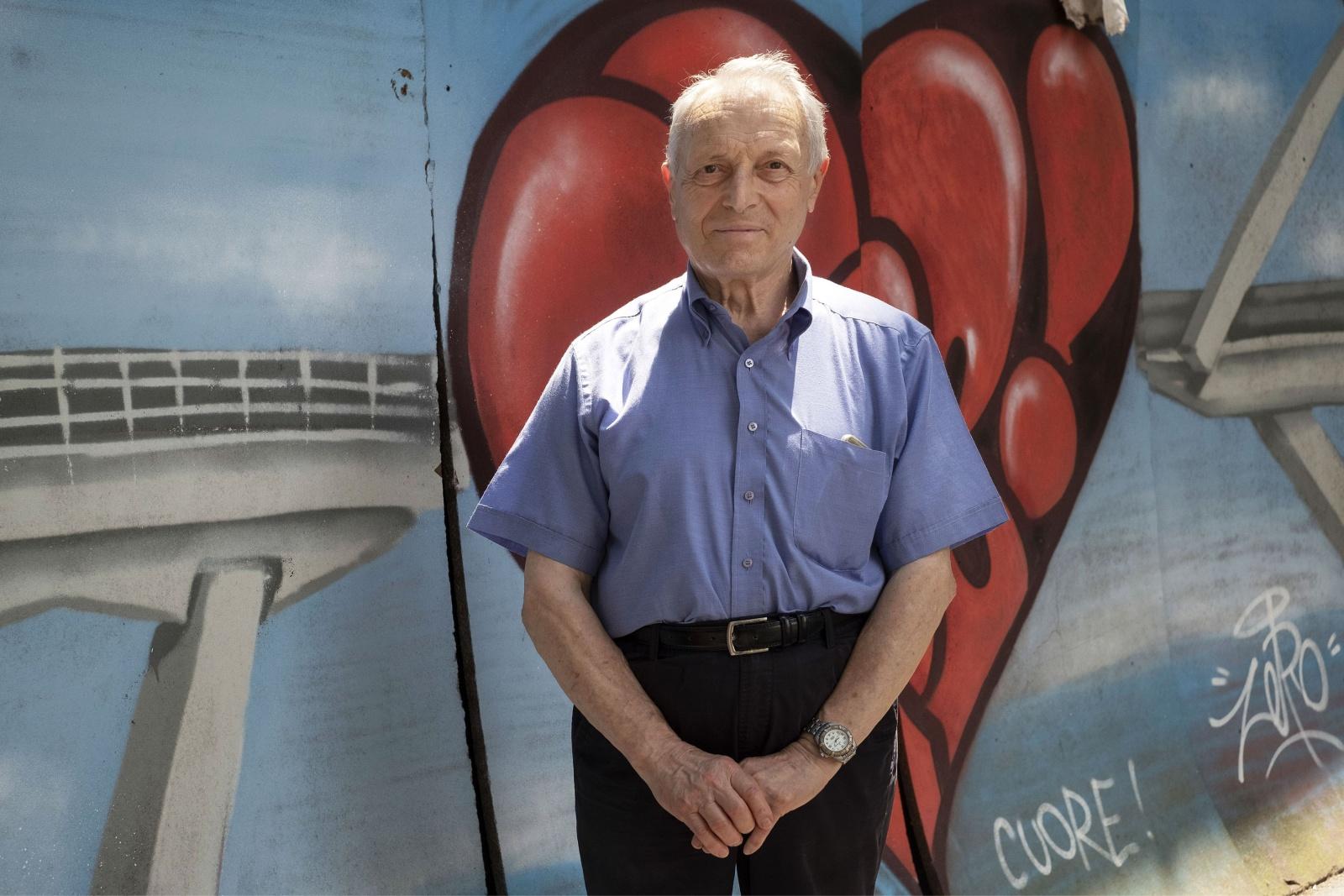 Genova, Gherardo Ghirardini 83 anni, vive con la moglie in via del Campasso, al di la della ferrovia  nella zona rossa interdetta dopo il crollo del ponte Morandi